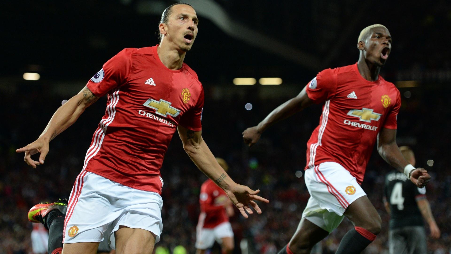 Ibrahimovic e Pogba comemoram gol do Manchester United no Inglês