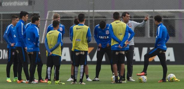 Carille não fez alterações no time do Corinthians