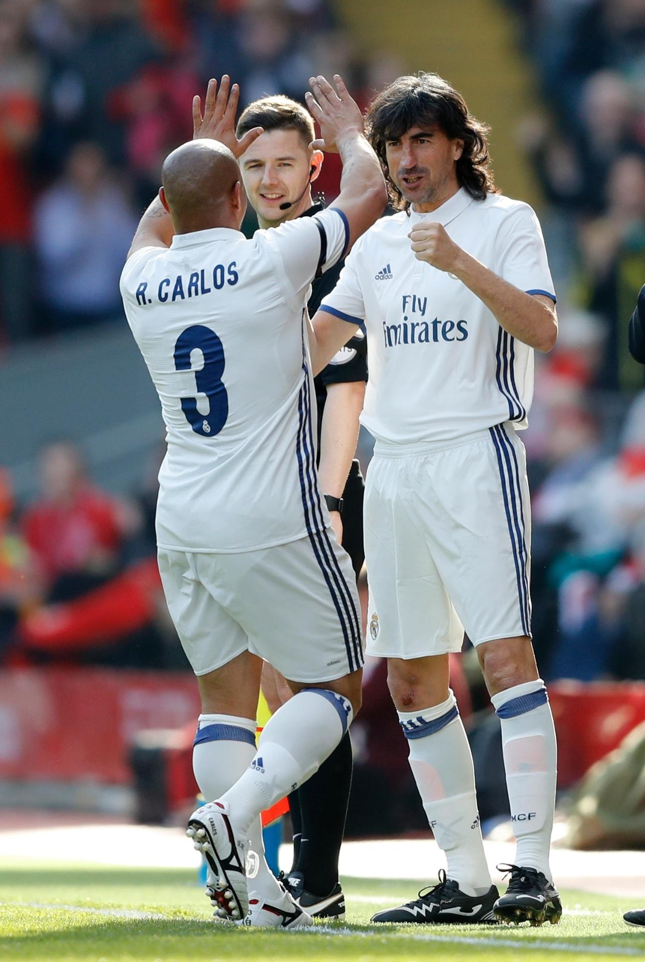 Roberto Carlos em jogo de lendas entre Liverpool e Real Madrid