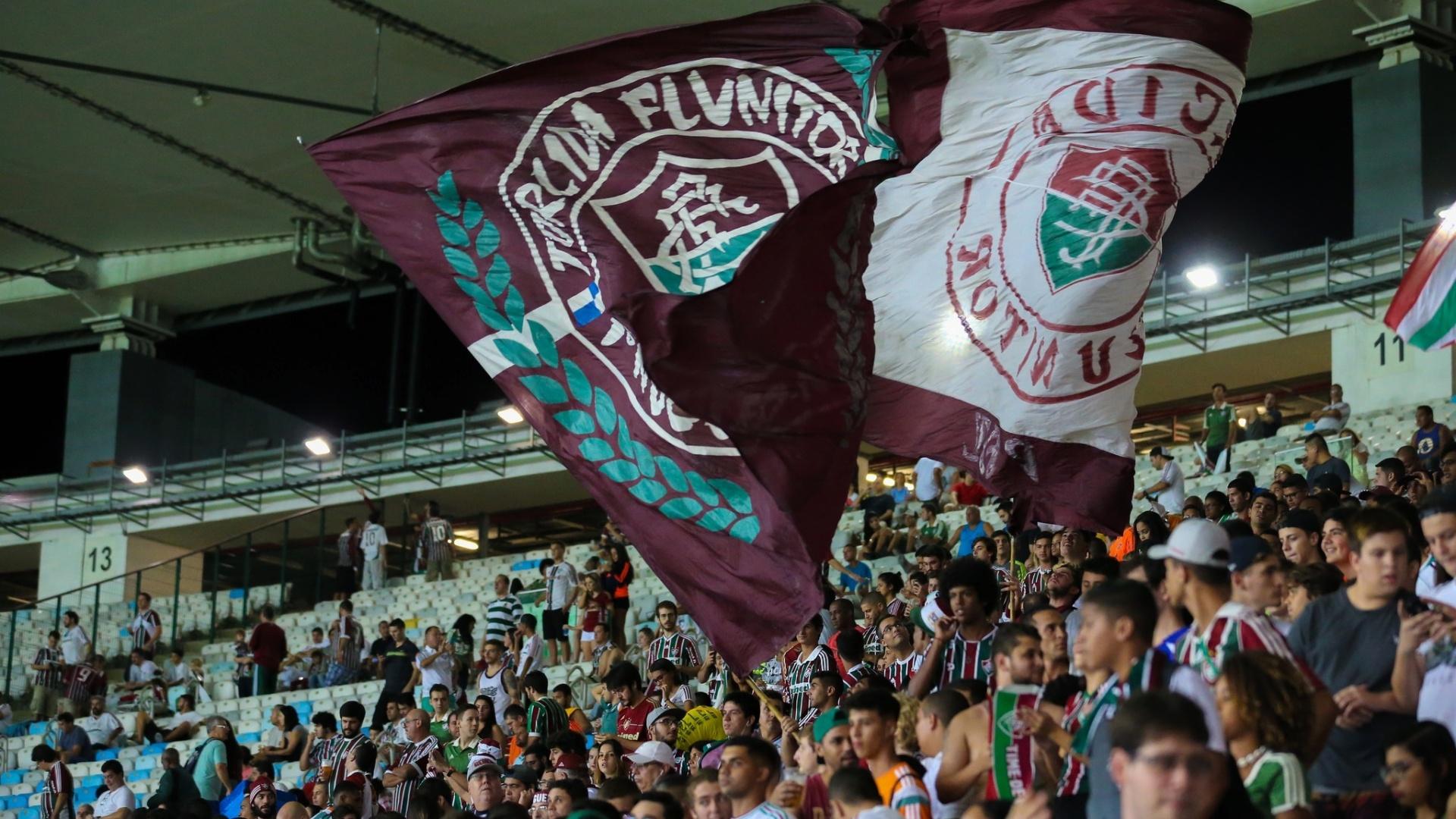Torcida do Flu faz festa na partida Fluminense x Vasco pelas semifinais do Campeonato Carioca 2017