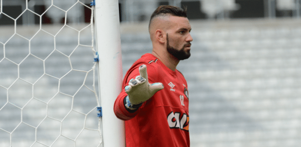 Weverton deixará o Atlético-PR para assinar com o Palmeiras