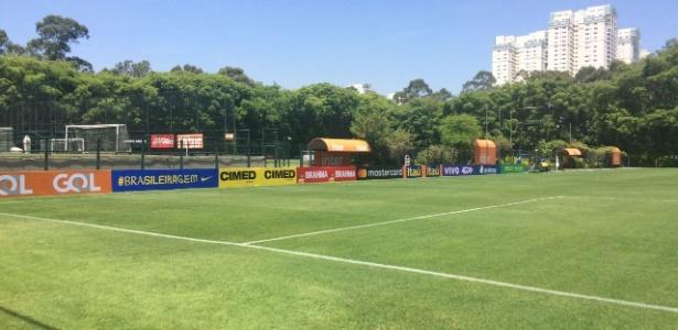 CT do São Paulo recebe placas de publicidade para treino da seleção brasileira