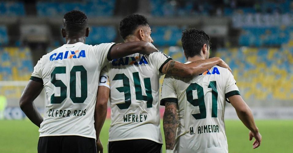 Werley comemora gol do Coritiba sobre o Fluminense, no Maracanã
