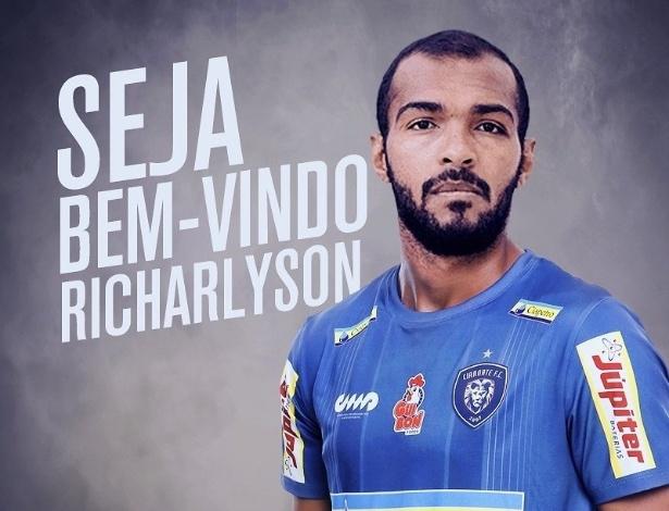 Jogador de 35 anos fará exames médicos nesta segunda-feira, em Cianorte
