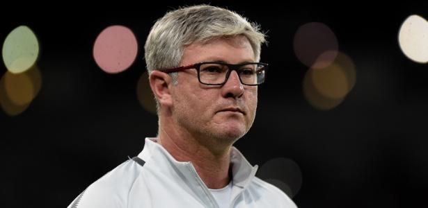 Odair Hellmann, técnico do Internacional, espera por Emerson Santos e não descarta Fabiano - Thiago Ribeiro/AGIF