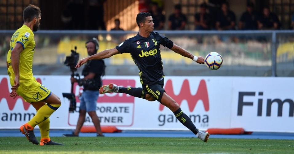 Cristiano Ronaldo arrisca chute em Chievo x Juventus