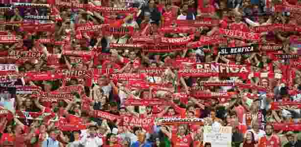 Torcida do Benfica no Estádio da Luz durante jogo contra o Bayern de Munique - Octavio Passos/Getty Images