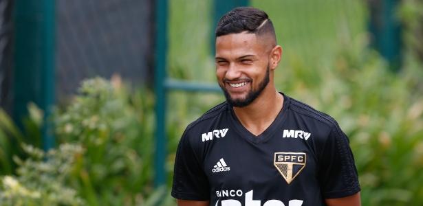 Garoto revelado em Cotia ficaria no Bahia emprestado nesta temporada