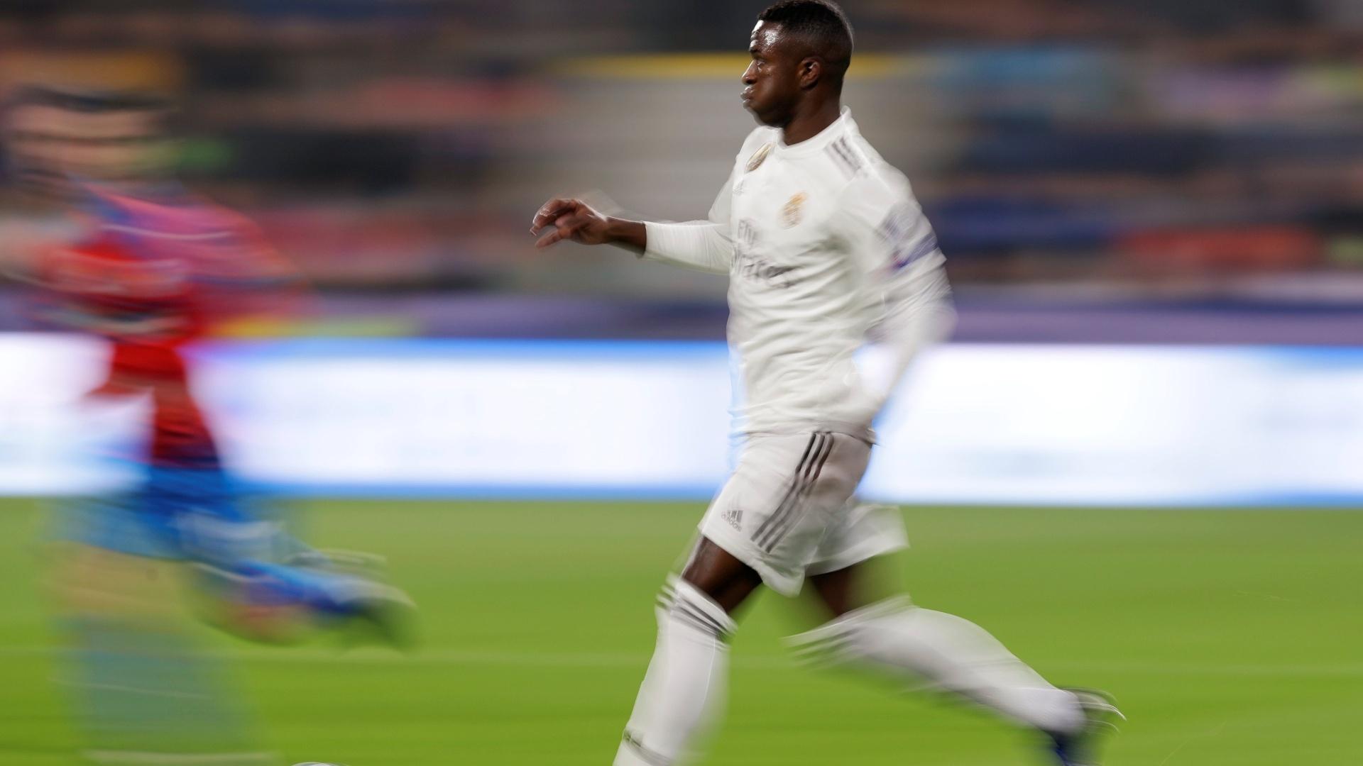 Vinícius Jr. acelera durante partida do Real Madrid na Liga dos Campeões da Europa