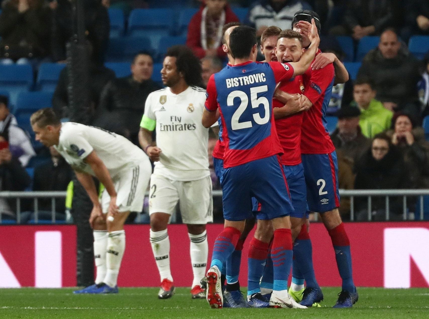 Jogadores do CSKA comemoram gol diante do Real Madrid