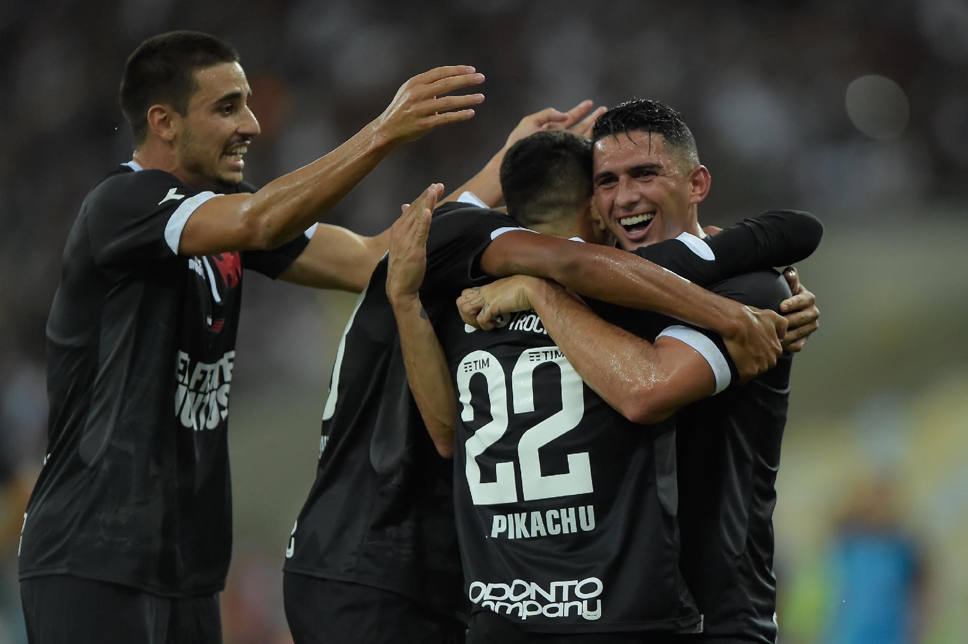 Resultado de imagem para Vasco vence Resende por 3 a 0, homenageia Fla e vai à final da Taça