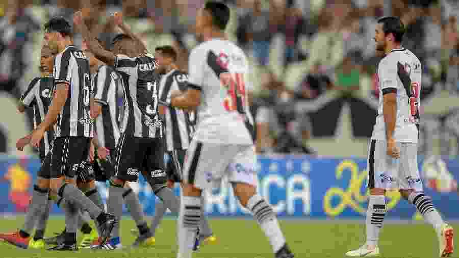 Jogadores do Botafogo comemoram gol diante do Vasco na Taça RIo 2019 - Thiago Ribeiro/AGIF