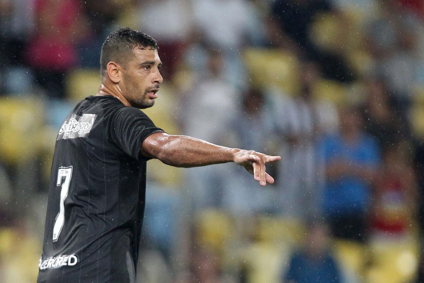 022595bf297c3 Botafogo tenta cartada final no Carioca com estreia de Diego Souza em casa