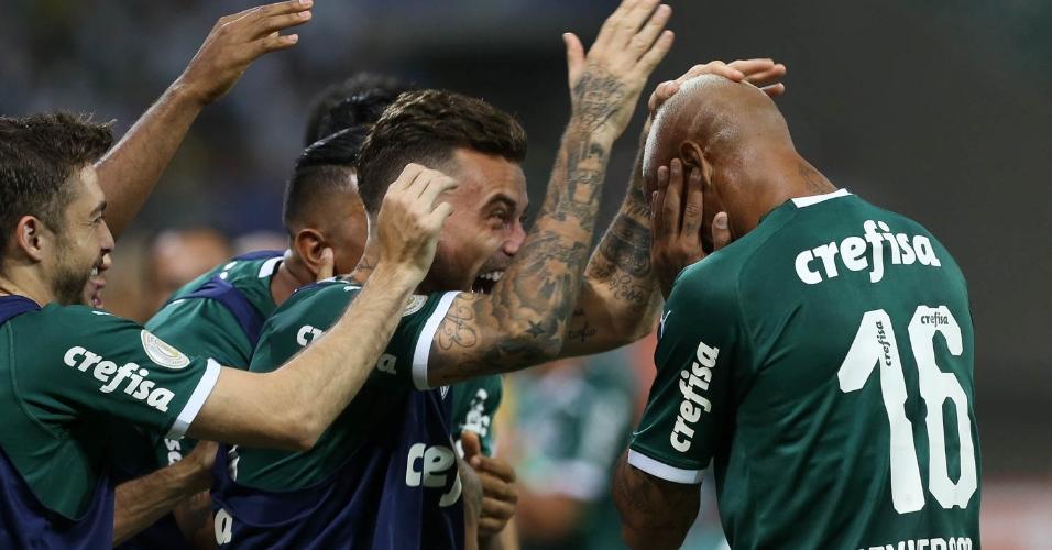 Deyverson é festejado pelos reservas do Palmeiras