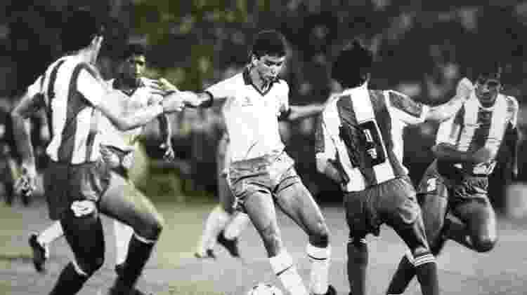 Bebeto, concorrente de Charles, em ação pelo Brasil na Copa América de 1989 - Vidal Cavalcante/Folhapress