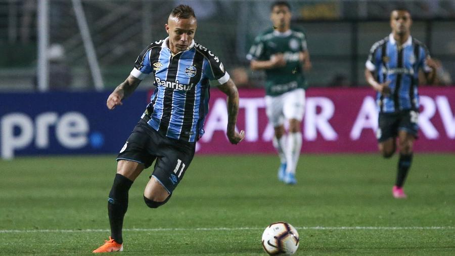 Everton Cebolinha foi decisivo para a classificação do Grêmio no Pacaembu - Marcello Zambrana/Agif