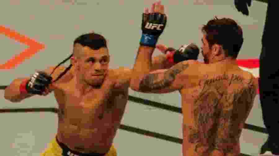 """Douglas D""""Silva luta contra Renan Barão no UFC São Paulo - Paulo Guereta/Agência O Dia/Estadão Conteúdo"""