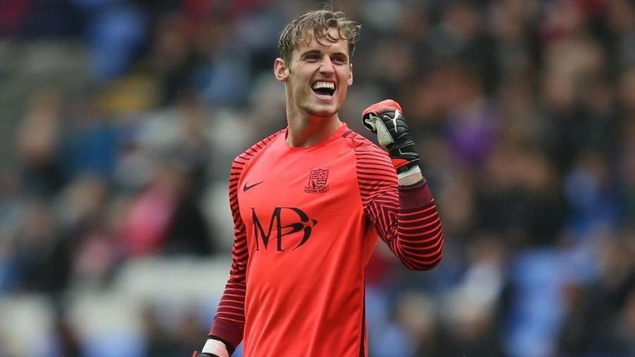 Ted Smith jogou pelos times sub-18, sub-19 e sub-20 da seleção inglesa - Reprodução/Instagram