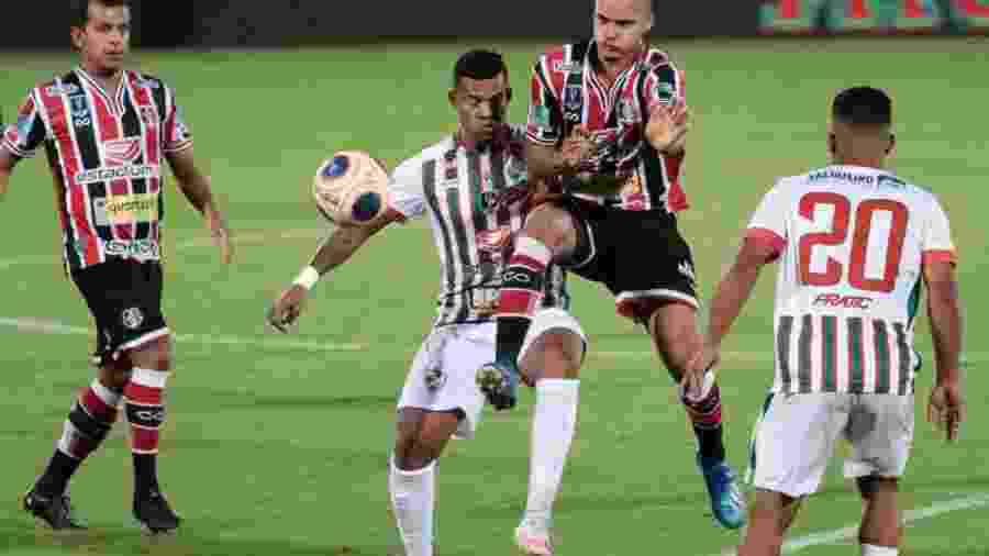Final brigada e de poucas chances claras acabou vencida pelo Salgueiro - Rafael Melo/Santa Cruz