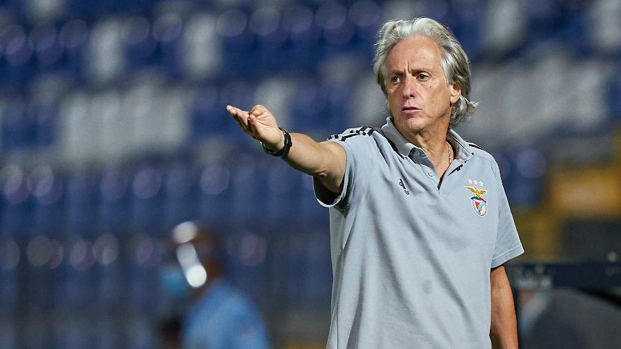 Treinador de 66 anos fez dois testes em 24 horas em meio ao surto de coronavírus que vive o clube de Lisboa - Jose Manuel Alvarez/Quality Sport Images/Getty Images