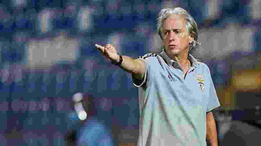 Jorge Jesus, durante partida entre Benfica e Famalicão - Jose Manuel Alvarez/Quality Sport Images/Getty Images