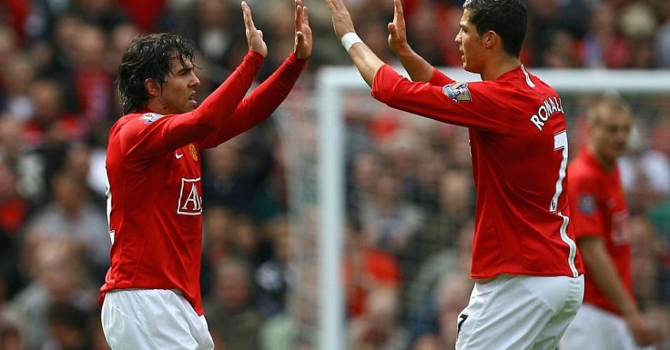Cristiano Ronaldo e Carlos Tevez comemoram gol em partida contra Manchester City e Manchester United no dia 10 de Maio de 2009, em Old Trafford.