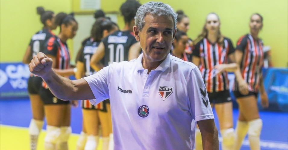 Zé Roberto Guimarães, técnico do São Paulo/Barueri
