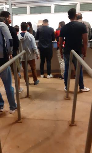 Fila em lanchonete no Mané Garrincha