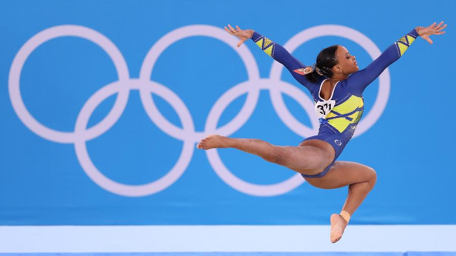 Rebeca Andrade, no solo da final individual geral da ginástica artística, em Tóquio-2020 - Laurence Griffiths/Getty Images