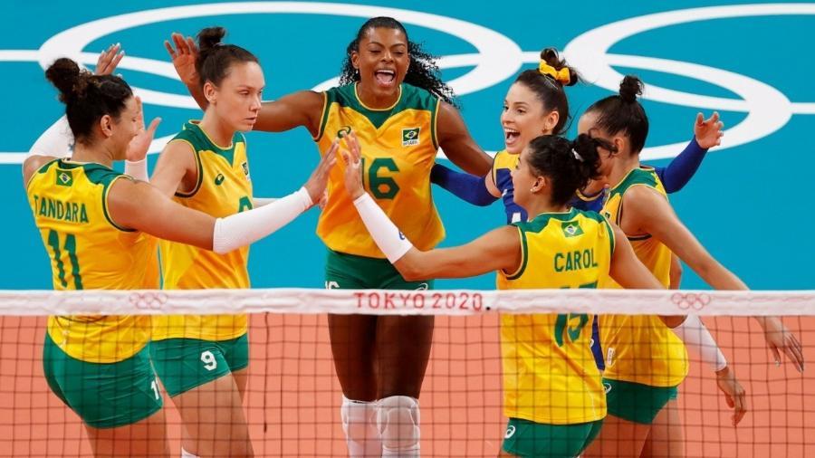 Seleção brasileira feminina de vôlei em ação contra o Quênia - REUTERS/Valentyn Ogirenko