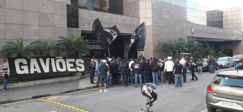Protesto da Gaviões no Parque São Jorge; presidente do Conselho julgou caso de líder da torcida - Danilo Lavieri / UOL
