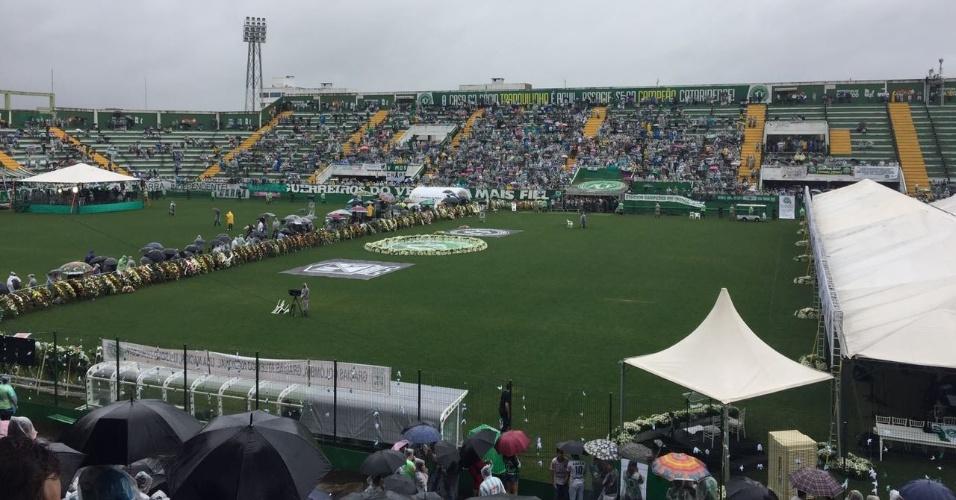 Arena Condá recebe torcedores para velório e homenagens a vítimas de tragédia