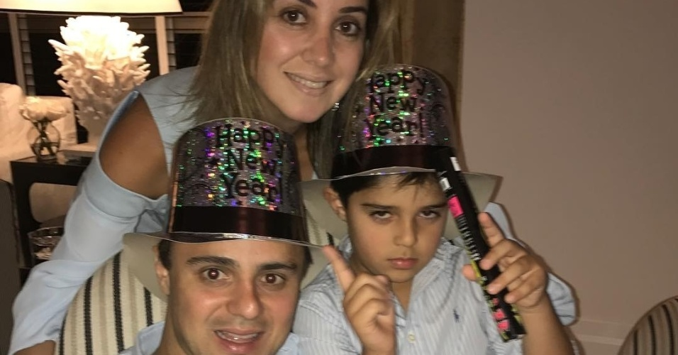 Felipe Massa passou a última noite de 2016 ao lado da esposa Raffaela e do filho, Felipinho