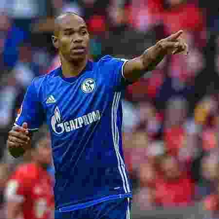Após atuar como jogador do clube por três temporadas, brasileiro volta como auxiliar - AFP PHOTO / Guenter SCHIFFMANN