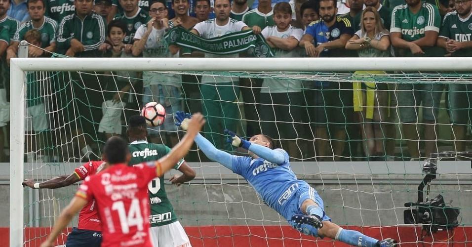 Fernando Prass salta e salva o Palmeiras após quase gol contra de Mina