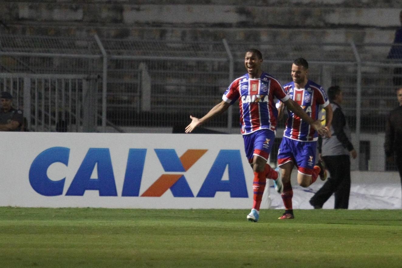 Rodrigão comemora gol do Bahia contra a Ponte Preta