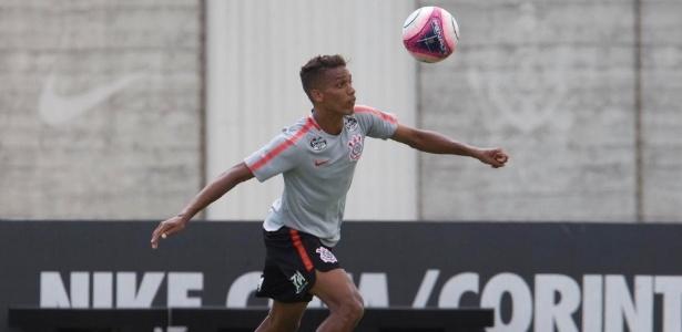 Pedrinho atuou 15 minutos diante do São Paulo e se destacou pelo lado direito