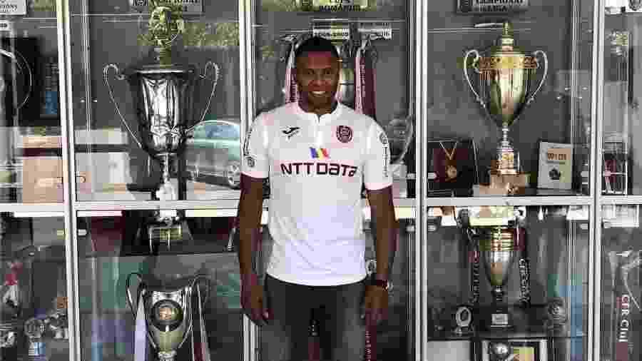 Julio Baptista anunciado pelo Cluj, da Romênia - Reprodução/Facebook