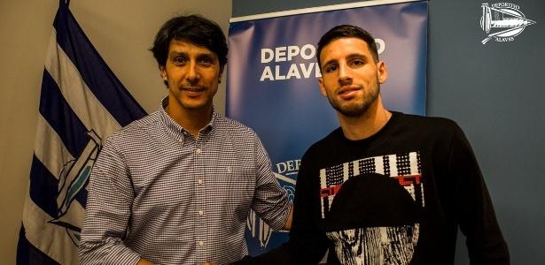 Atacante argentino chega por empréstimo para a temporada 2018/2019 - Deportivo Alavés/Divulgação