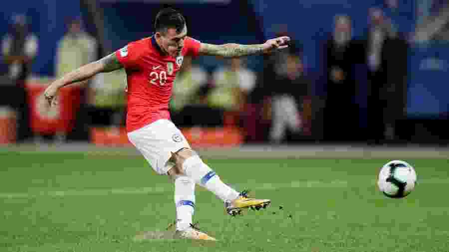 Charles Aranguiz, do Chile, durante disputa de pênalti contra a Colômbia, na Copa América  - REUTERS/Ueslei Marcelino