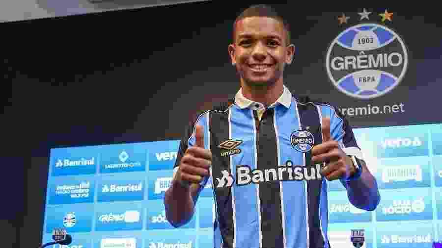 David Braz é apresentado pelo Grêmio e espera ajudar com experiência - Lucas Uebe/Grêmio FBPA