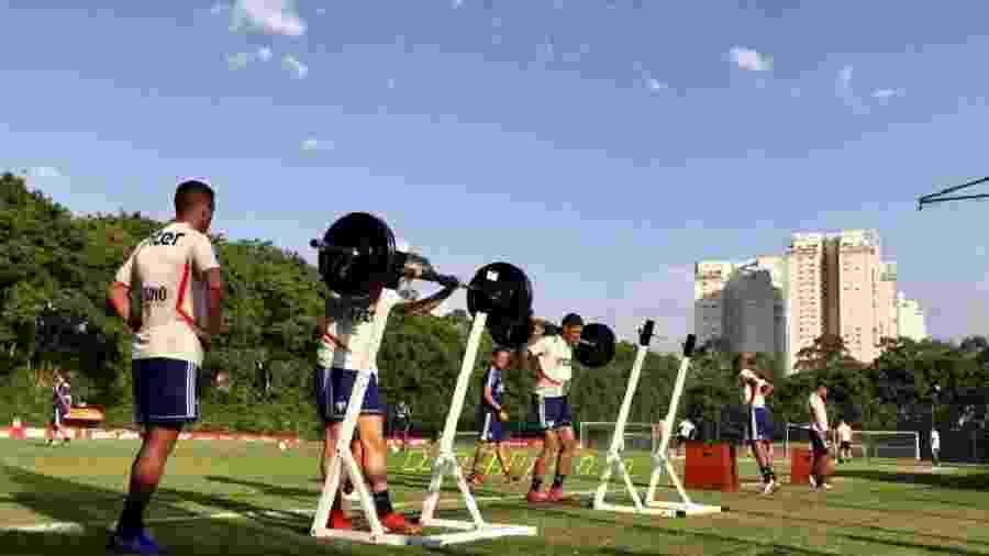 Na primeira parte do treino, o São Paulo fez trabalho de fortalecimento muscular - Reprodução/Twitter São Paulo