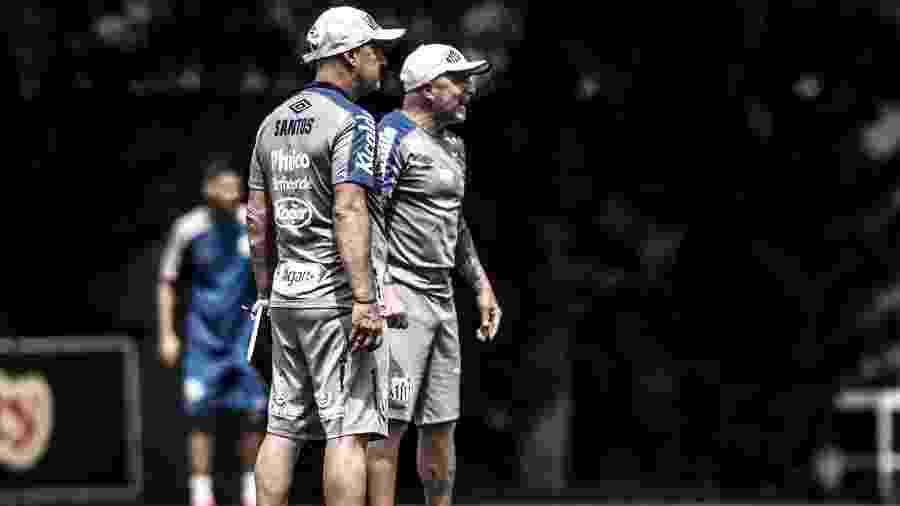 Jorge Desio (esquerda) com Jorge Sampaoli (direita) comandam treino do Santos - Ivan Storti/Santos FC