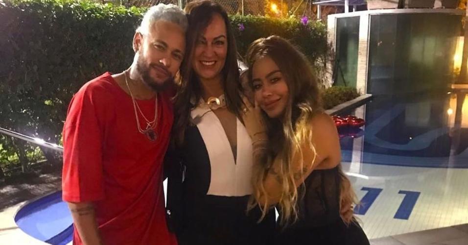 Neymar celebrou o Natal com a mãe, Nadine, e a irmã, Rafaella