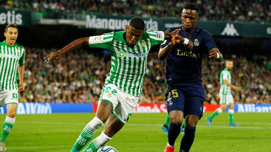Emerson em lance com Vinicius Junior durante jogo entre Betis e Real Madrid - REUTERS/Marcelo Del Pozo