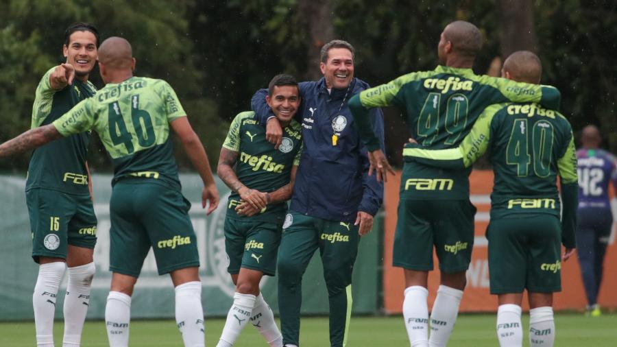 Treino do Palmeiras - Dudu e Vanderlei Luxemburgo durante treino do Palmeiras na Academia de Futebol - Marcello Zambrana/AGIF