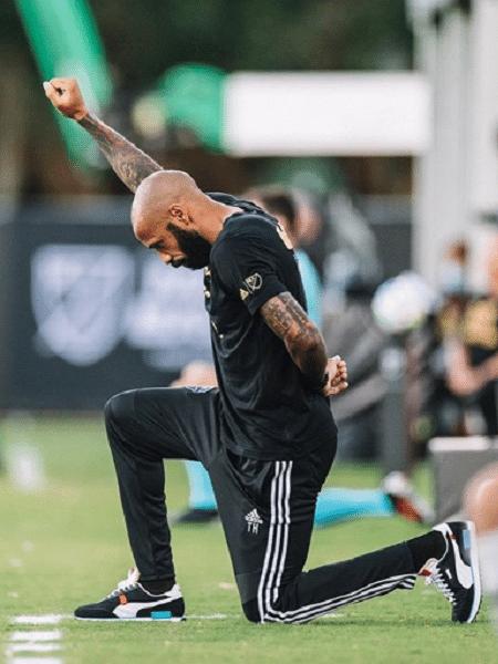 Técnico do Montreal Impact, Thierry Henry, ficou ajoelhado quase nove minutos em alusão a George Floyd - Reprodução/Instagram