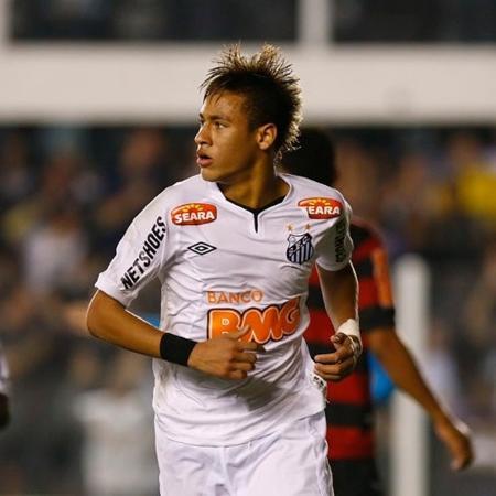 Neymar, seguido por Borges, comemora gol do Santos contra o Flamengo em 2011 - Ricardo Saibun/Santos FC