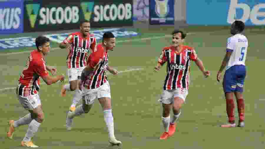 Luciano, do São Paulo, comemora seu gol diante do Bahia pelo campeonato Brasileiro - Jhony Pinho/AGIF