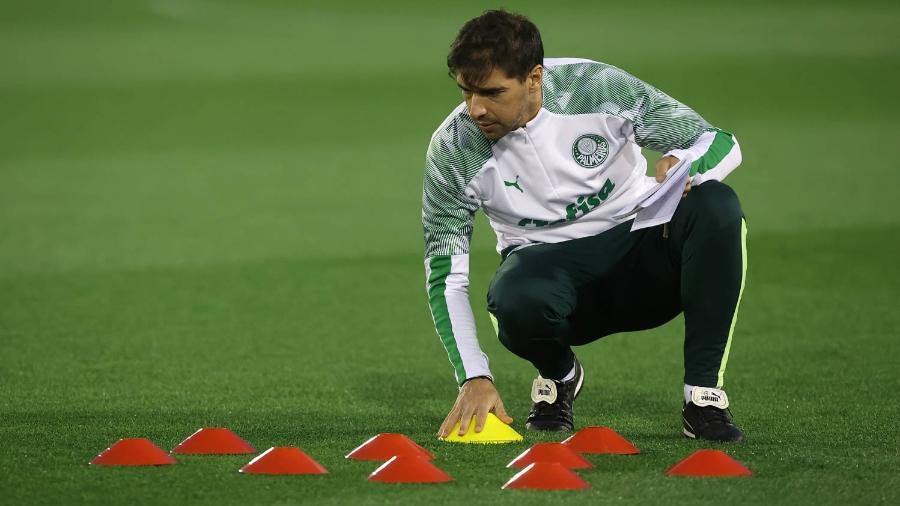 Abel Ferreira durante treino do Palmeiras, em Doha, no Qatar - Cesar Greco
